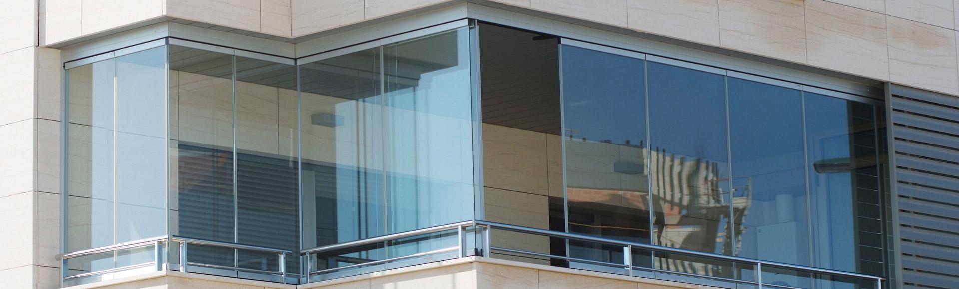Cerramientos de terrazas pergolas y porches pergoglass - Cerrar balcon ...