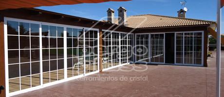 Cerramientos de terrazas pergolas y porches pergoglass for Cerramientos aluminio precios